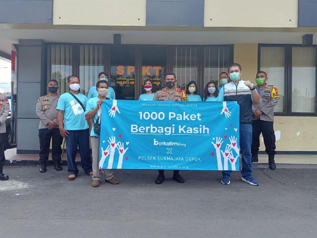 1.000 Paket Sembako Dibagikan ke Warga di Depok