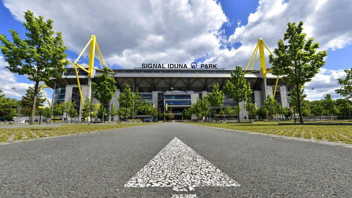 A directional arrow on a street points to the Signal Iduna Park, Germanys biggest stadium of Borussia Dortmund in Dortmund, Germany, Thursday, May 14, 2020. Bundesliga will now restart on May 16, 2020 when Borussia Dortmund will play the derby against FC Schalke 04 at home without spectators due to the coronavirus outbreak. (AP Photo/Martin Meissner)