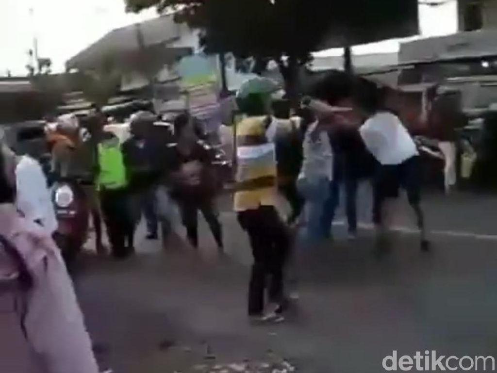 Viral Video TNI Dikeroyok 4 Pria Mabuk