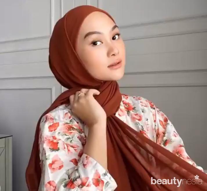 Tutorial Hijab Pashmina Ceruti yang Mudah dan Cantik ala Indah Nada Puspita