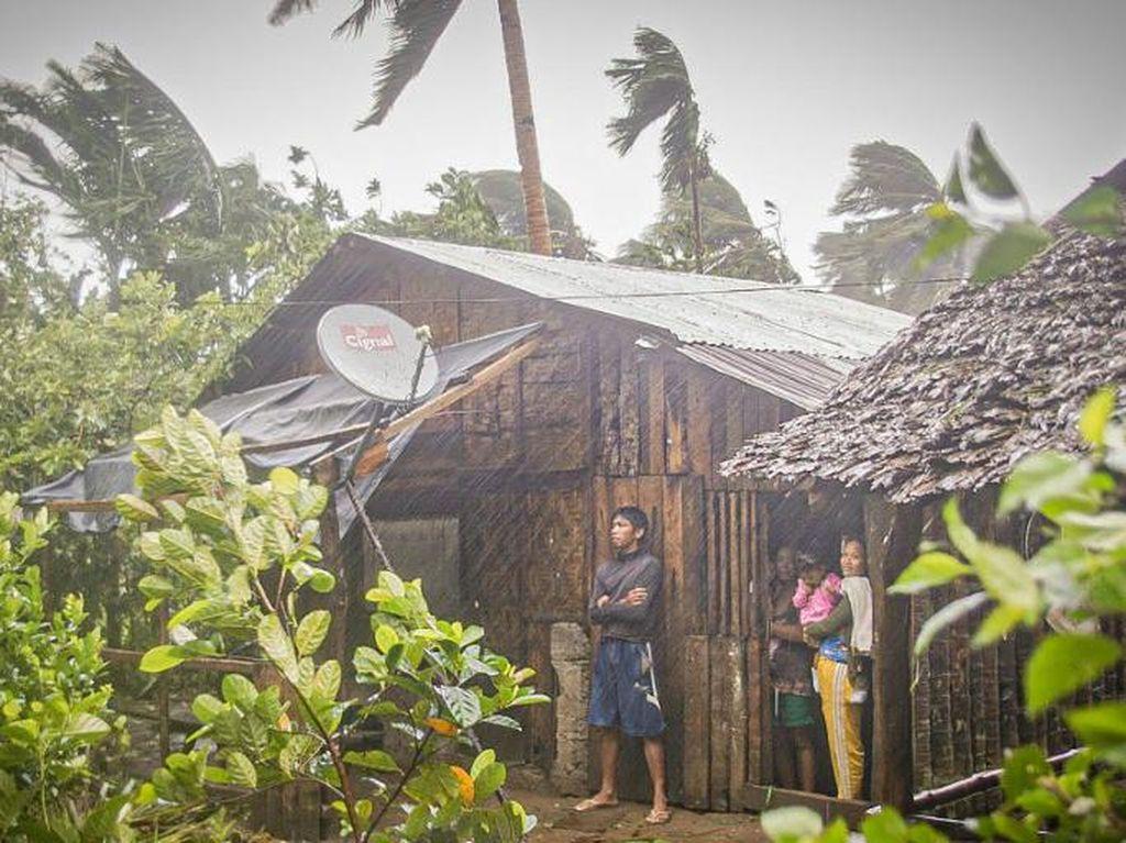 Lebih dari 140 Ribu Warga Filipina Mengungsi karena Topan di Tengah Corona