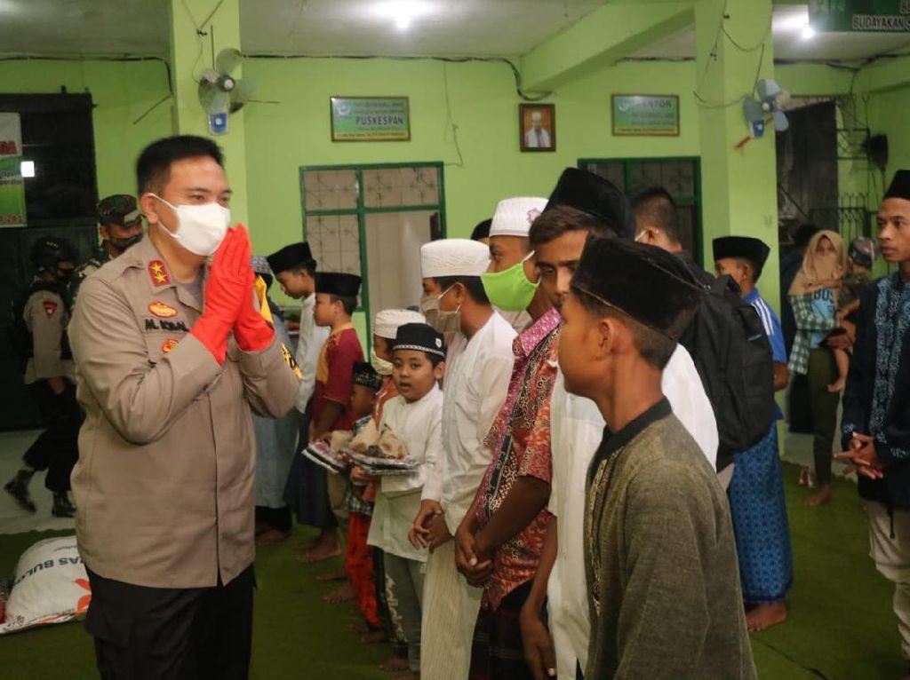 Polda NTB Bagikan 3.358 Paket Sembako ke Warga Terdampak COVID-19