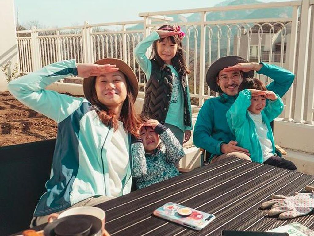 5 Momen Seru Kimbab Family Bikin Seblak dan Es Cendol di Korea