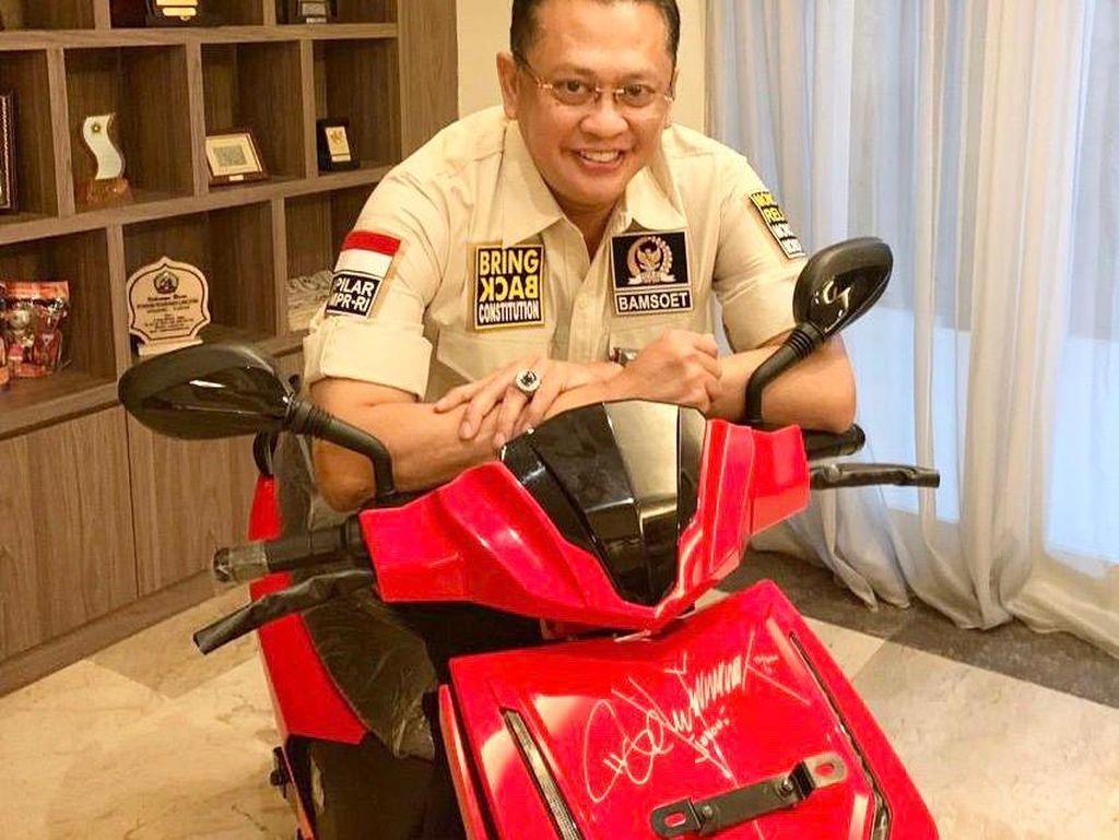 Pemenang Lelang Baru Motor Listrik Jokowi di Atas Rp 2,5 M Diumumkan Siang Ini