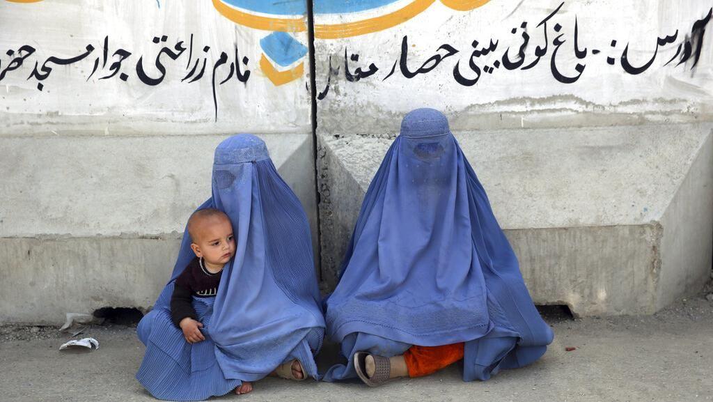 Sucuil Kisah Perempuan Berburqa Melewati Ramadan dan Corona