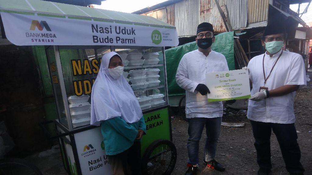 Bank Mega Syariah Bagikan 100.000 Makanan