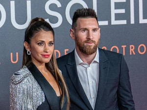 Messi Cium Mesra Istri, Kok Ada yang Sebut-sebut Ronaldo?