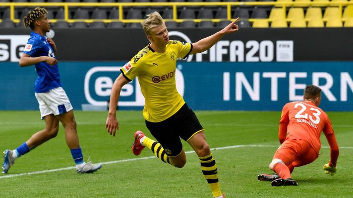 DORTMUND, GERMANY - MAY 16: Erling Haaland of Borussia Dortmund celebrates scoring his teams first goal during the Bundesliga match between Borussia Dortmund and FC Schalke 04 at Signal Iduna Park on May 16, 2020 in Dortmund, Germany. The Bundesliga and Second Bundesliga is the first professional league to resume the season after the nationwide lockdown due to the ongoing Coronavirus (COVID-19) pandemic. All matches until the end of the season will be played behind closed doors. (Photo by Martin Meissner/Pool via Getty Images)