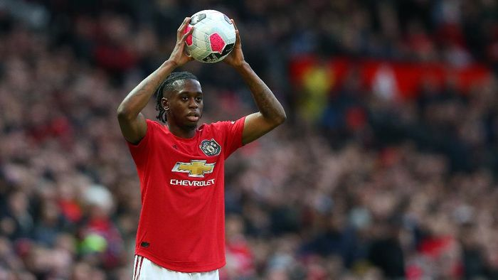 MANCHESTER, ENGLAND - OCTOBER 20:  Aaron Wan-Bissaka of Manchester United takes a throw in during the Premier League match between Manchester United and Liverpool FC at Old Trafford on October 20, 2019 in Manchester, United Kingdom. (Photo by Alex Livesey/Getty Images)