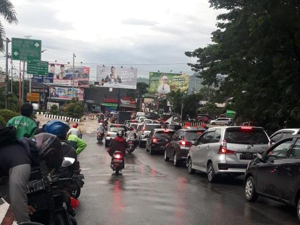 Banjir Setinggi 80 Cm, Akses Jalan Samarinda-Kukar Macet Hingga 3 Km