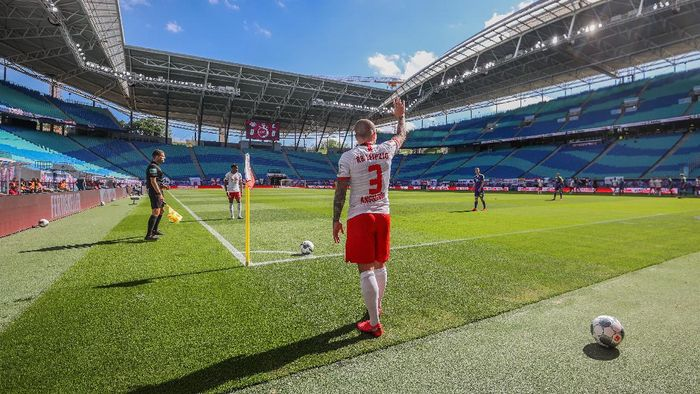 LEIPZIG, GERMANY - MAY 16: Angelino of RB Leipzig takes a corner kick during the Bundesliga match between RB Leipzig and Sport-Club Freiburg at Red Bull Arena on May 16, 2020 in Leipzig, Germany. The Bundesliga and Second Bundesliga is the first professional league to resume the season after the nationwide lockdown due to the ongoing Coronavirus (COVID-19) pandemic. All matches until the end of the season will be played behind closed doors. (Photo by Jan Woitas/Pool via Getty Images)