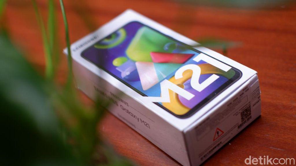 Unboxing Galaxy M21, Ponsel Baterai Jumbo Rp 3 Juta