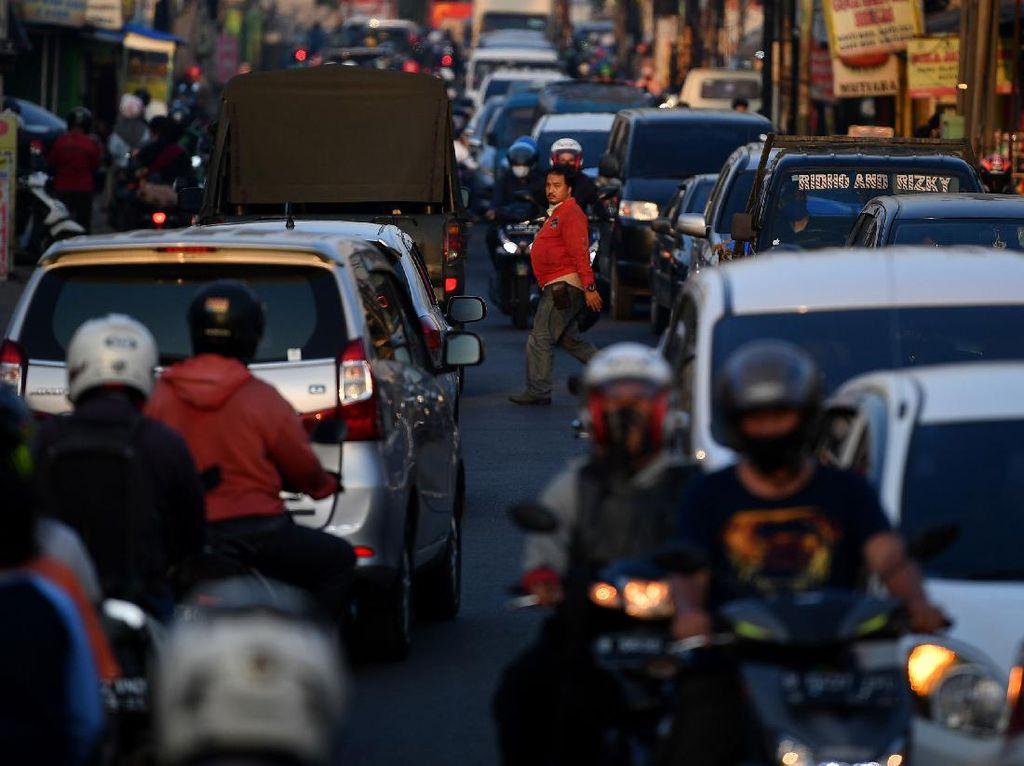 Kebangetan! PSBB, Jalanan di Depok Tetep Saja Ramai