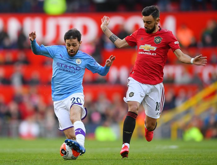 MANCHESTER, ENGLAND - MARCH 08: Bernardo Silva of Manchester City battles for possession with Bruno Fernandes of Manchester United  during the Premier League match between Manchester United and Manchester City at Old Trafford on March 08, 2020 in Manchester, United Kingdom. (Photo by Laurence Griffiths/Getty Images)