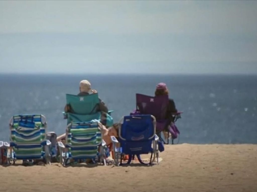 Warga New Jersey Santai Nikmati Pantai