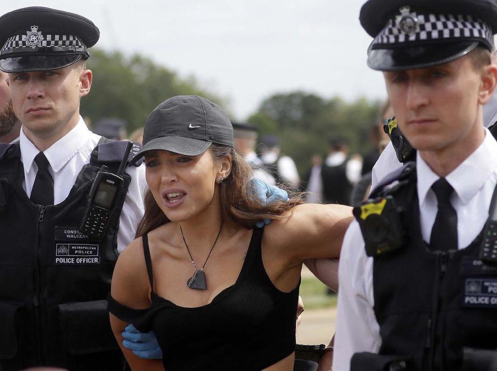 19 Pendemo Diamankan Polisi London Karena Langgar Social Distancing
