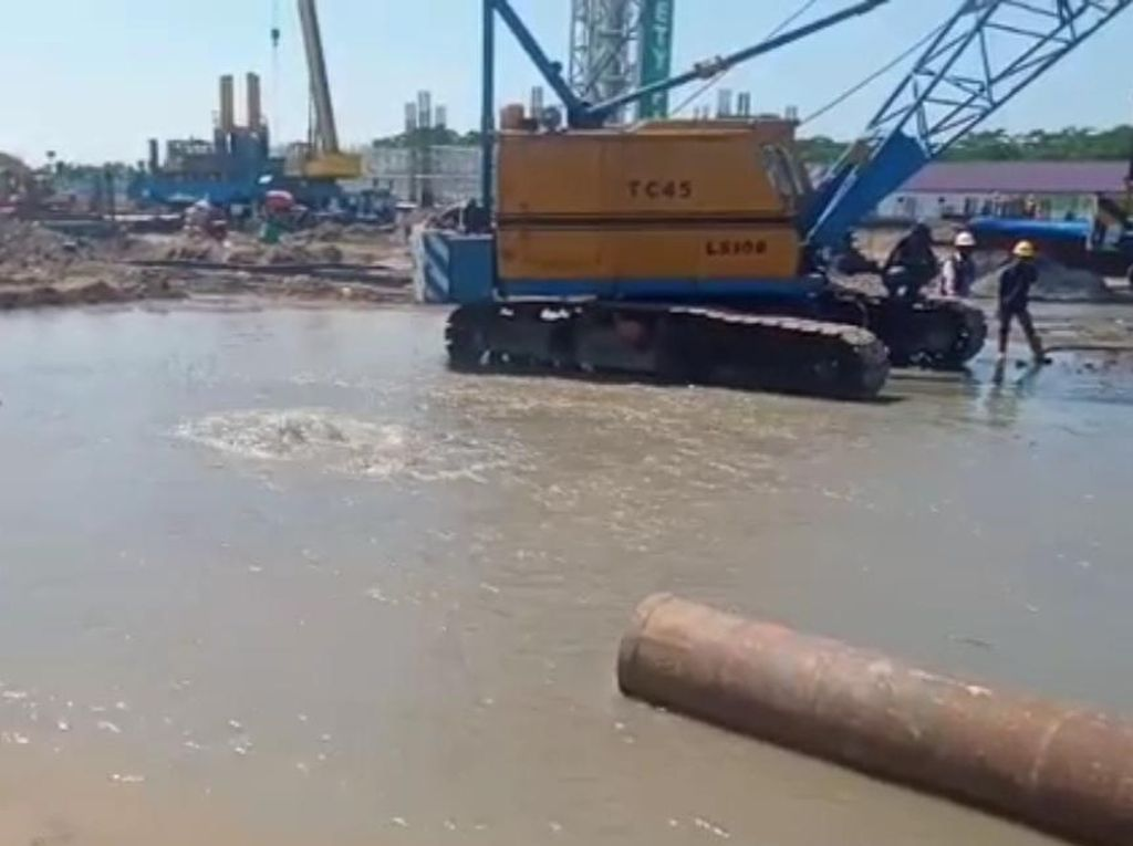 Pipa PDAM Surabaya Jebol Kena Tiang Pancang, 120 Ribu Pelanggan Terdampak