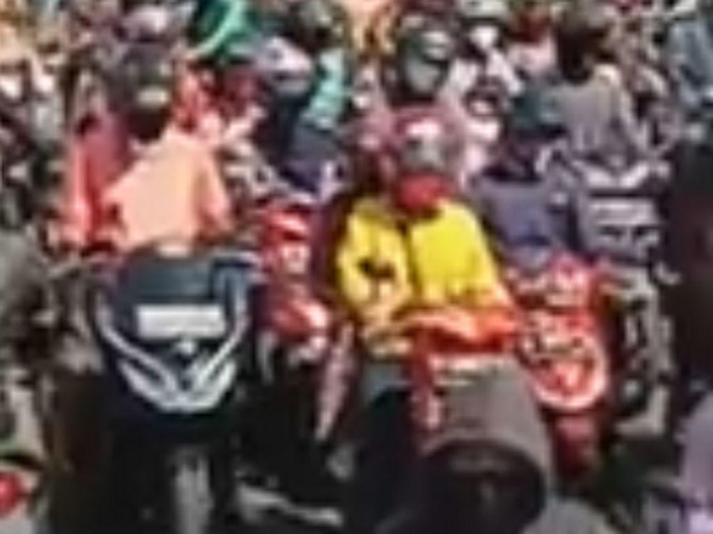Video Lautan Manusia Tumpah Ruah di Pasar Anyar Bogor!