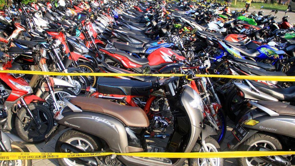 Ratusan Motor Ini Hasil Razia Balap Liar di Sidoarjo