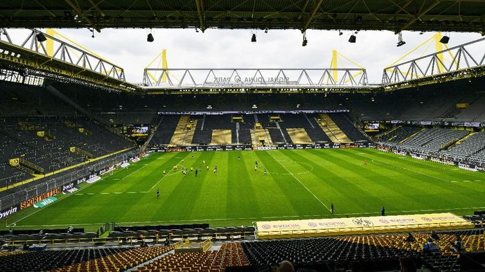 DORTMUND, GERMANY - MAY 16: A general view inside the stadium during the Bundesliga match between Borussia Dortmund and FC Schalke 04 at Signal Iduna Park on May 16, 2020 in Dortmund, Germany. The Bundesliga and Second Bundesliga is the first professional league to resume the season after the nationwide lockdown due to the ongoing Coronavirus (COVID-19) pandemic. All matches until the end of the season will be played behind closed doors. (Photo by Heinz Buese/Pool via Getty Images)