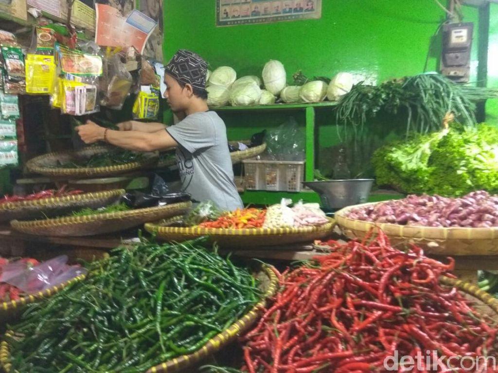 Jelang Lebaran, Harga Kebutuhan Pokok di Pasar Kota Cimahi Turun