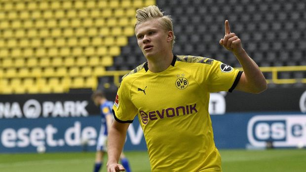 Dortmund's Erling Haaland celebrates after scoring the opening goal during the German Bundesliga soccer match between Borussia Dortmund and Schalke 04 in Dortmund, Germany, Saturday, May 16, 2020. The German Bundesliga becomes the world's first major soccer league to resume after a two-month suspension because of the coronavirus pandemic. (AP Photo/Martin Meissner, Pool)