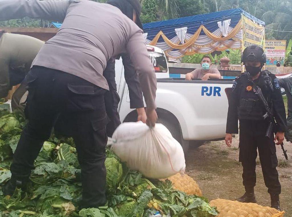 Bawa 10 Karung Miras di Tumpukan Sayur, Dua Warga Diberhentikan di Gorontalo