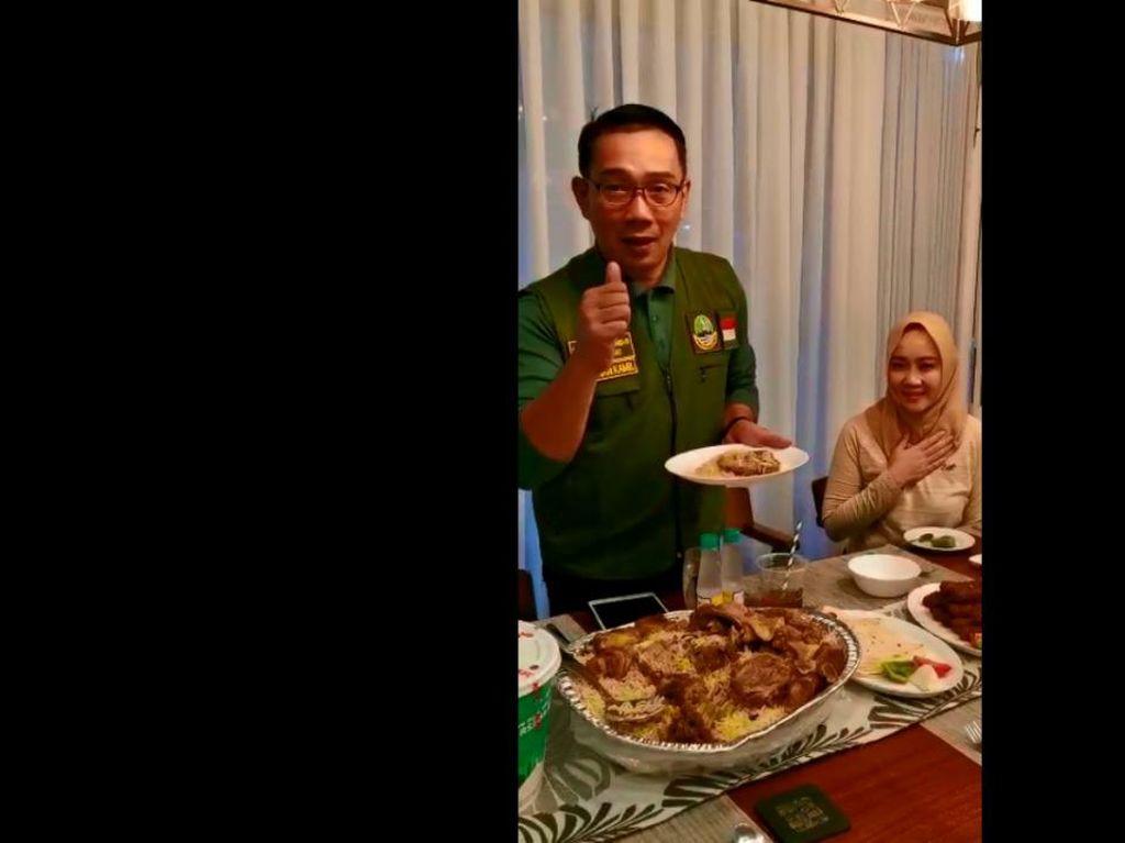 Momen Ridwan Kamil Buka Puasa Nasi Kebuli Kiriman Gubernur Khofifah