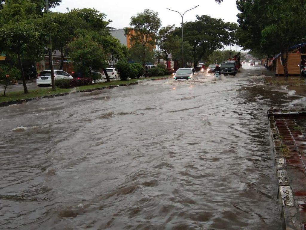 Hujan Deras, Jalan Protokol di Cilegon Banjir