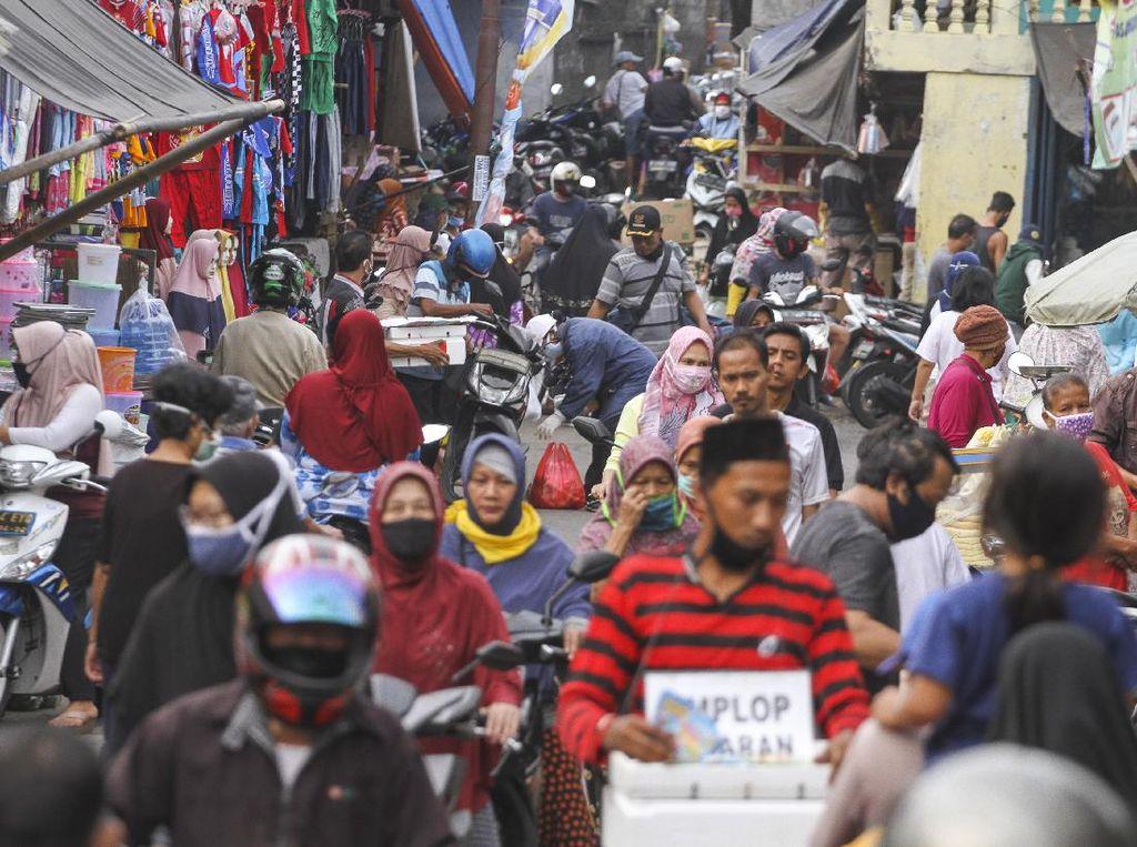 Pasar Ramai Jelang Lebaran, kenapa Sulit Tahan Godaan Beli Baju Baru?