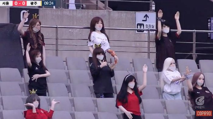 FC Seoul menggunakan boneka untuk menyiasati laga tanpa penonton