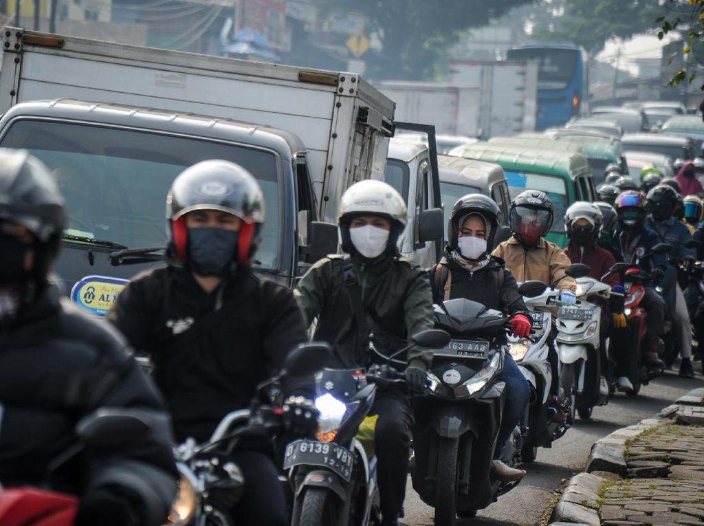Ganjil Genap Motor Tuai Kritikan, Kesiapan Transportasi Umum Dipertanyakan