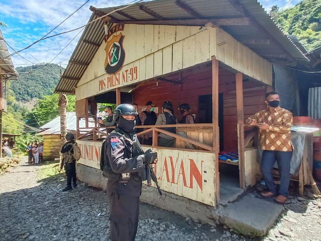 Kapolda Papua-Pangdam Cenderawasih Tinjau Pospol yang Diserang KKB