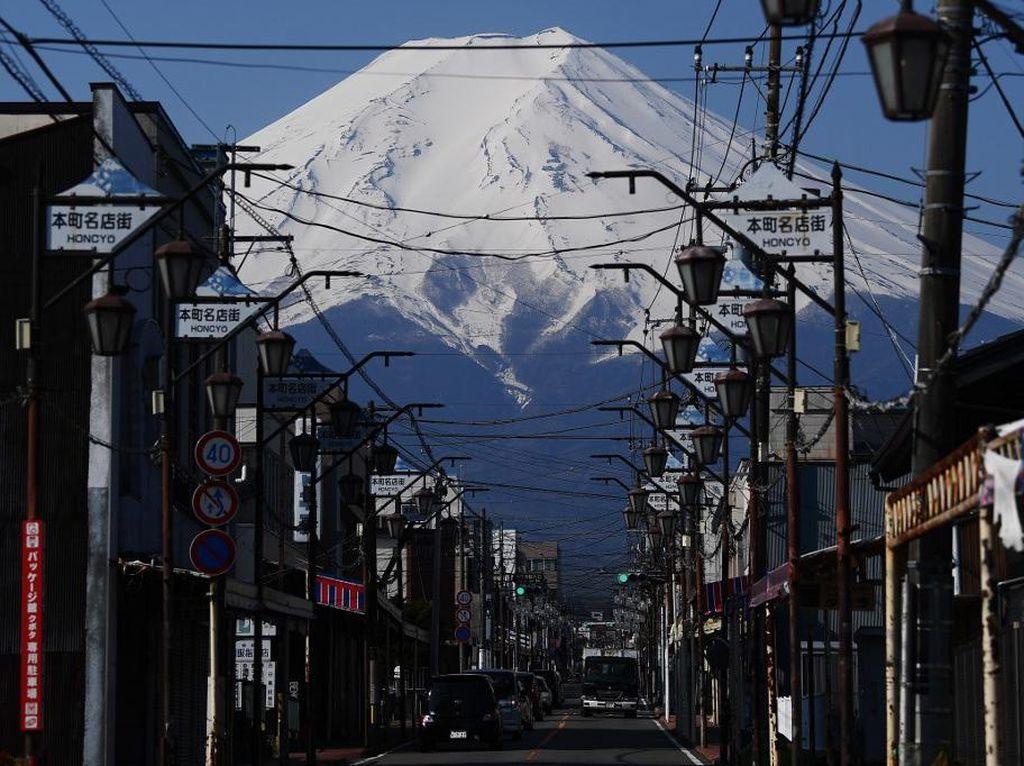 Pertama Kali Gunung Fuji Ditutup Gegara Pandemi