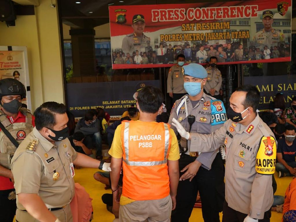 Ratusan Orang di Kafe Jakut yang Langgar PSBB Dikenai Sanksi Sosial