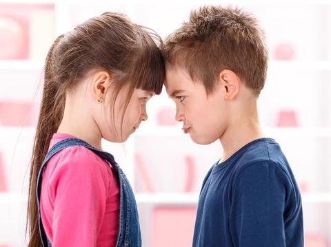 Ilustrasi kakak adik bertengkar