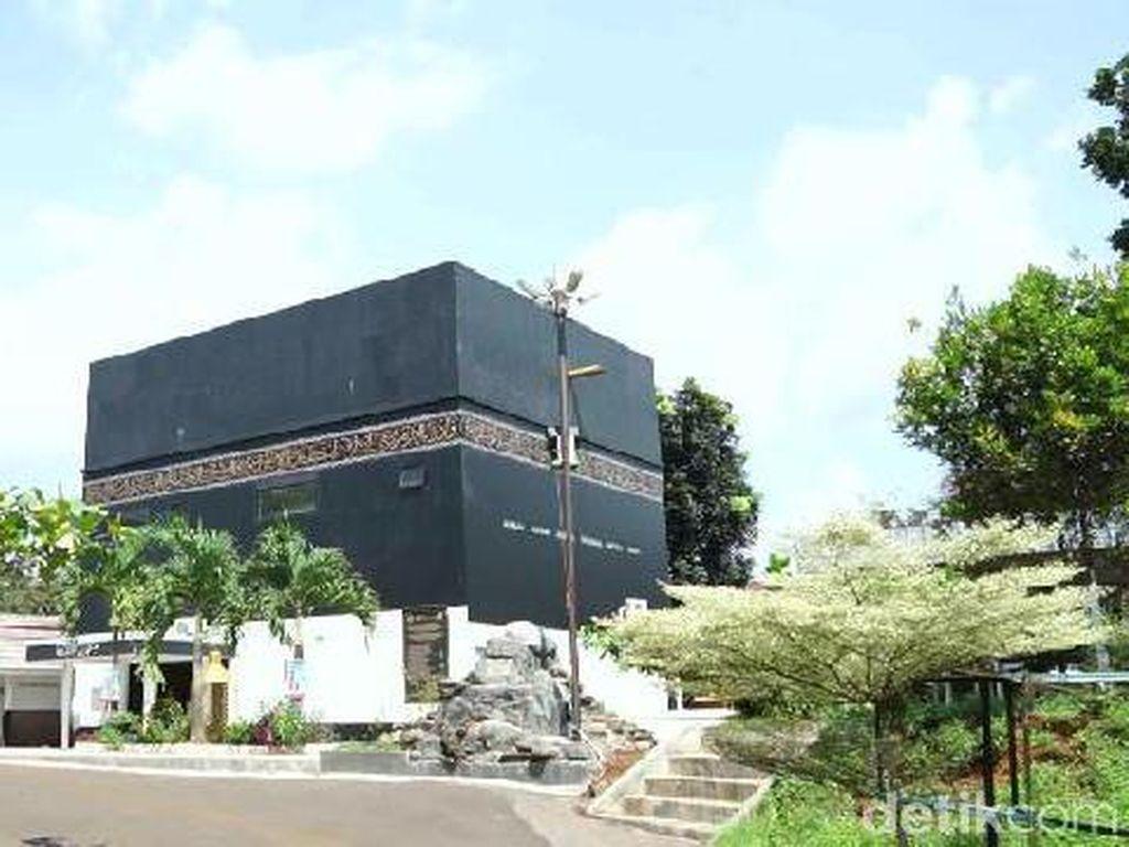 Melihat Megahnya Masjid Ath-Thoyyibah di Subang Berbentuk Kabah
