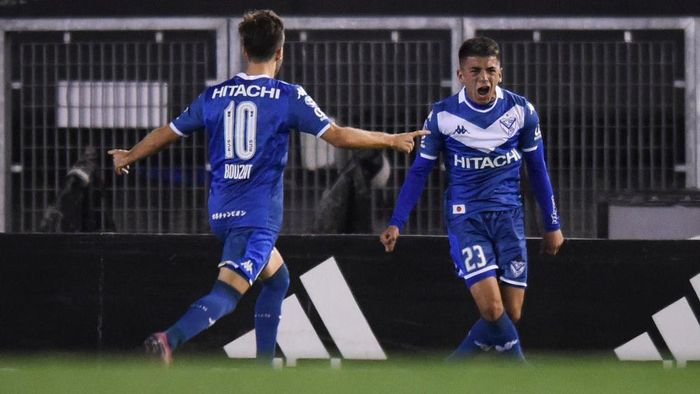 BUENOS AIRES, ARGENTINA - SEPTEMBER 22: Thiago Almada of Velez Sarsfield celebrates after scoring the second goal of his team  during a match between River Plate and Velez Sarsfield as part of Superliga Argentina 2019/20 at Estadio Monumental Antonio Vespucio Liberti on September 22, 2019 in Buenos Aires, Argentina. (Photo by Marcelo Endelli/Getty Images)
