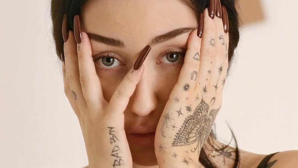 Sosok Noah, Adik Miley Cyrus yang Merasa Jadi Bayang-bayang Kakaknya