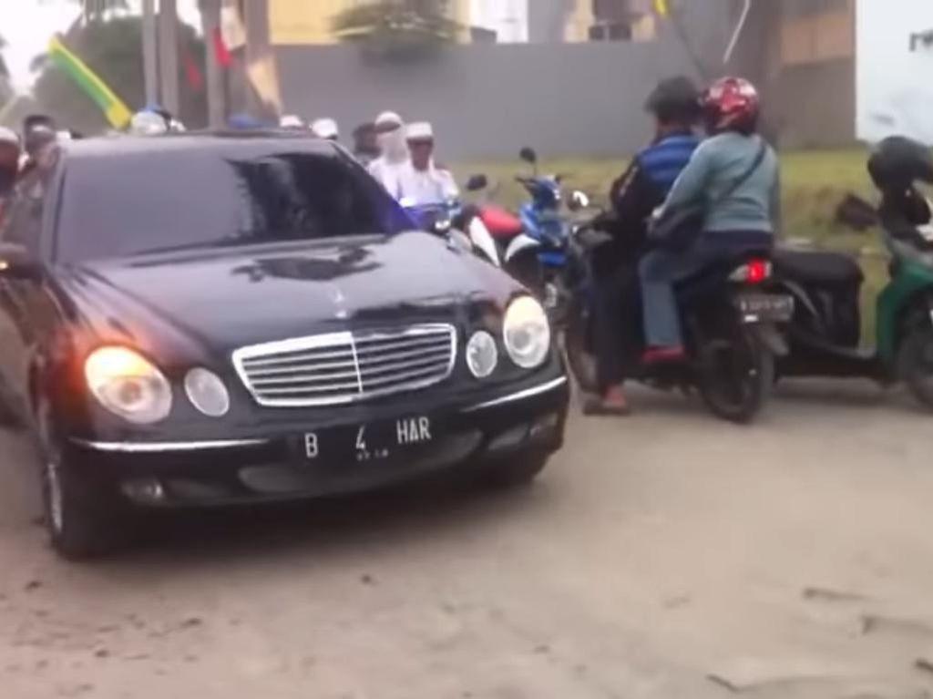 Habib Bahar Punya Pelat Mobil Nyentrik, Begini Cara Bikin dan Daftar Harganya
