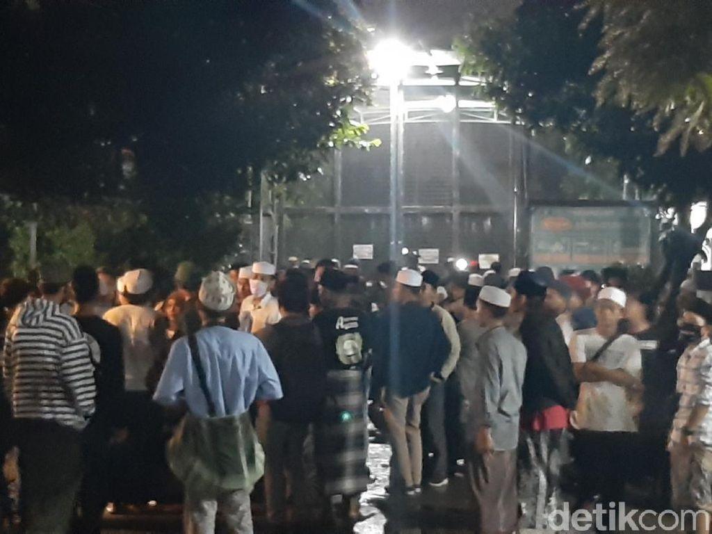 Habib Bahar Kembali Dibui, Ratusan Pendukungnya Datangi Lapas Gunungsindur