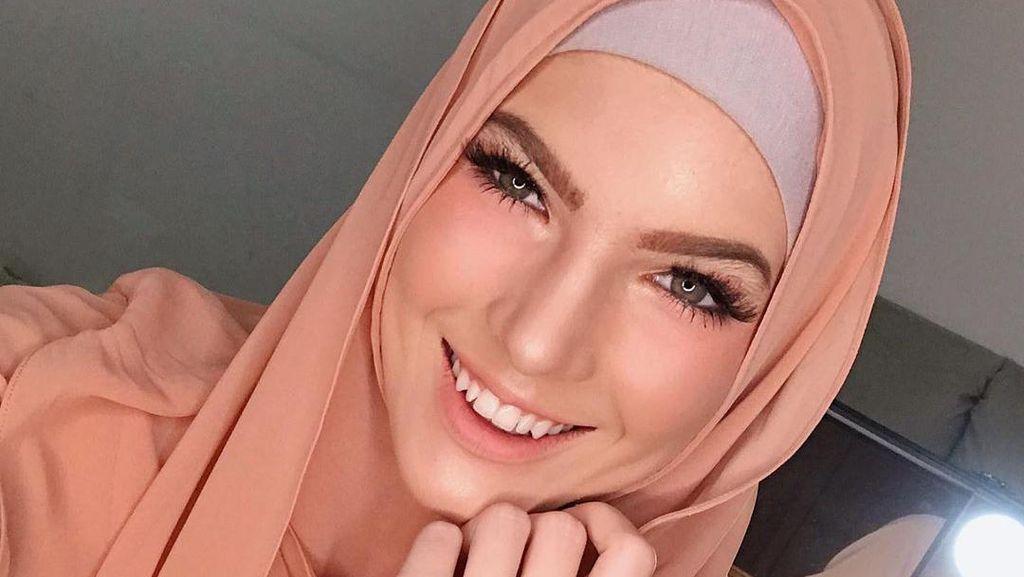 Foto: Cantiknya Saat Aktris Mikaila Patritz Berhijab, Jadi Mualaf dari Kecil