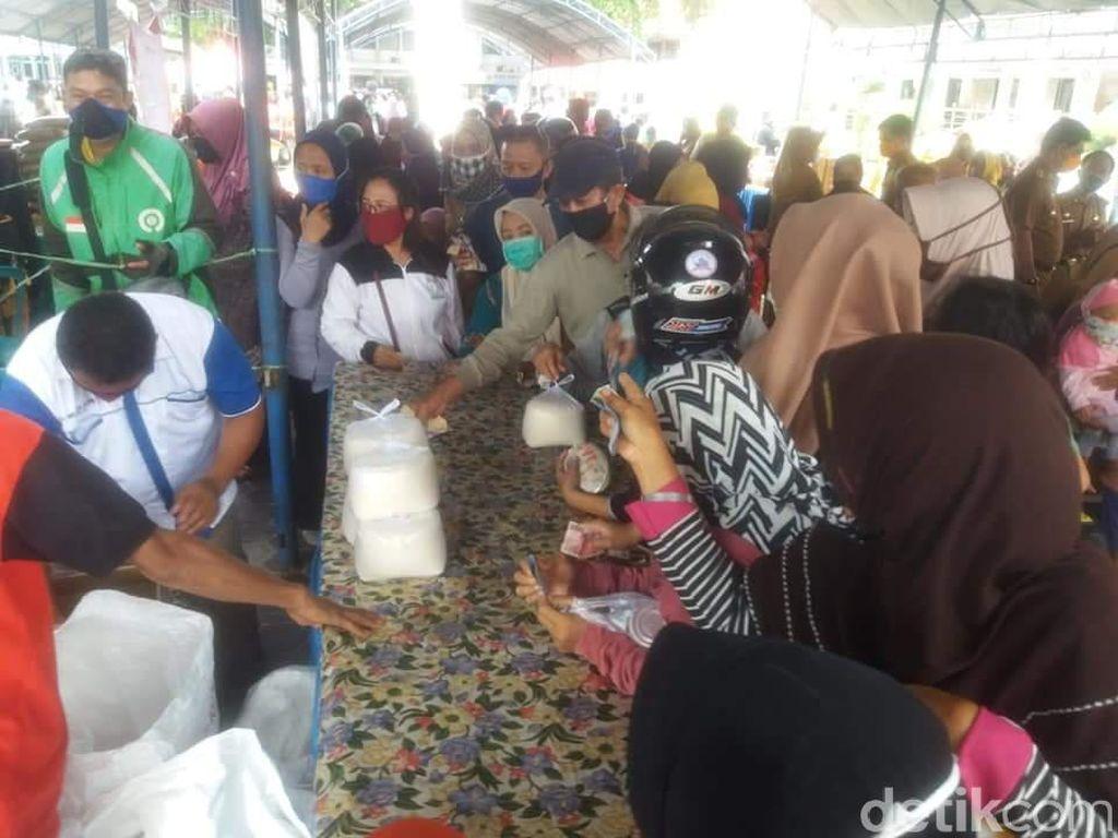 Warga Serbu Pasar Murah yang Digelar Pemprov Sulteng