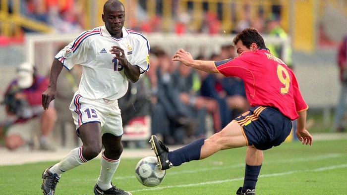 25 Jun 2000:  Lilian Thuram (15) of France is challenged by Pedro Munitis (9) of Spain during the European Championships 2000 quarter-final at the Jan Breydal Stadium in Brugge, Belgium.  France won the match 2-1.  Mandatory Credit: Shaun Botterill /Allsport