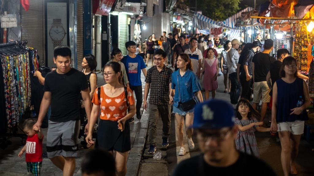 Geliat Pasar Malam di Vietnam