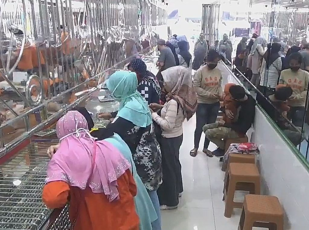 Lebaran Kian Dekat, Toko Emas di Subang Ramai Diserbu Warga!