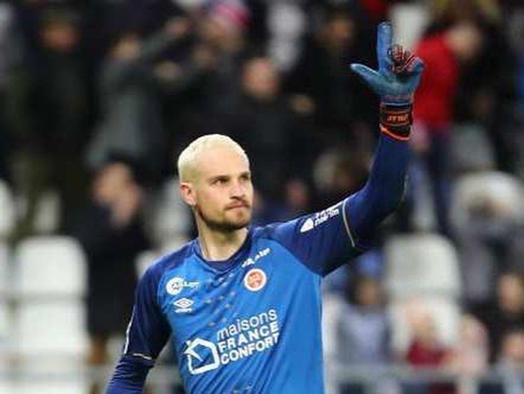 Milan Incar Kiper Timnas Serbia untuk Gantikan Donnarumma?