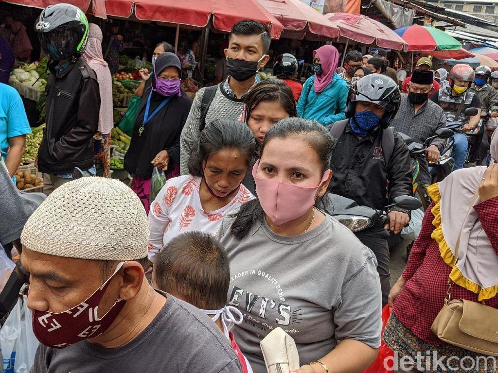Cerita Warga Seolah Tak Takut Corona Berjubel ke Pasar Demi Hari Raya