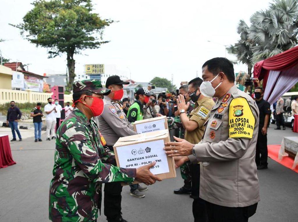 Ketua MPR Salurkan Bantuan COVID-19 Melalui Polres Jakarta Pusat