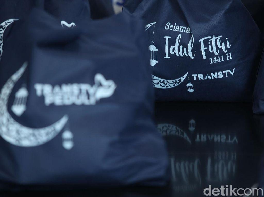 TRANS TV Bagikan 300 Paket Sembako